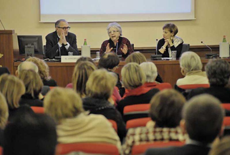 Un momento dell'intervento di Paola Rossi, già Presidente CNOAS